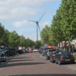 Die Bürger (und Besucher) von Medemblik/Ijsselmeer) stört das Windrad in keiner Weise...
