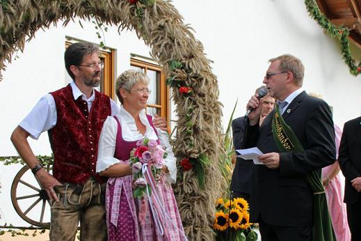 Peter Steimel (rechts) und Hermann-Josef Schlimbach führen den Bröltaler Ernteverein als neue Vorsitzende