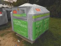 """Ein solcher Container für """"E-Schrott"""" (klein) wird nach Much                                  kommen"""