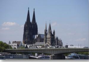 Flotte der Ausflugsschiffe am Rheinhafen Foto: W Hellman