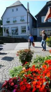 Tourismusbüro am Kirchplatz. Bild: www.much.de
